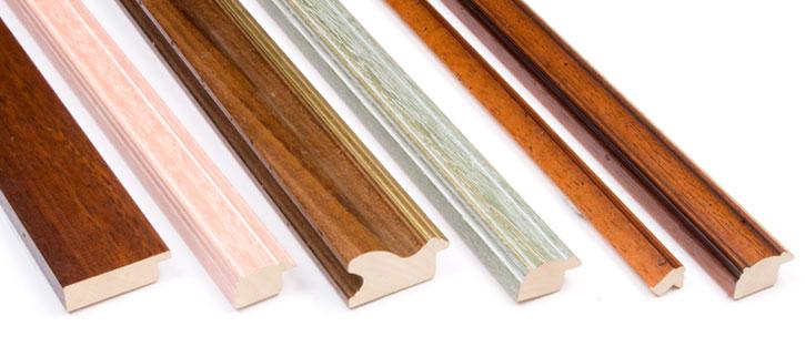 Profili in legno per cornici boiserie in ceramica per bagno for Cornici online per foto
